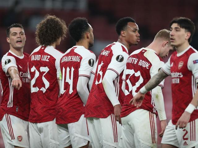 Granit Xhaka mit seinen Arsenal-Teamkollegen.
