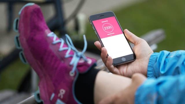 Die Gesundheits-App von Helsana auf einen Smartphone.