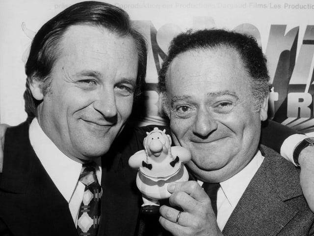 Zwei Männer und eine kleine Obelix-Figur.