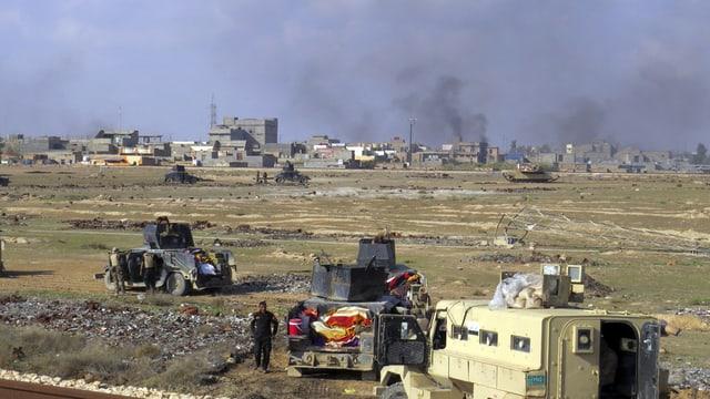 Iracais en cumbat cun il SI en il vest da la citad iracaisa Ramadi.