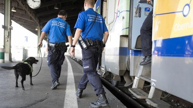 Guardias da cunfin en acziun.