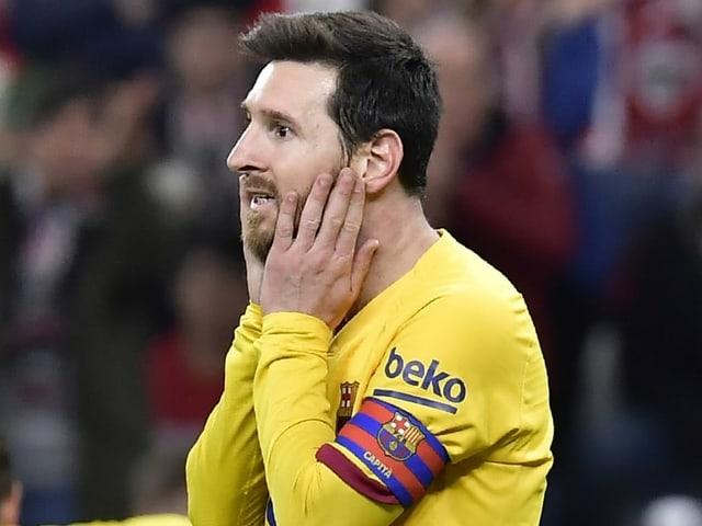 Barcelonas Captain Lionel Messi schlägt die Hände entsetzt vors Geischt