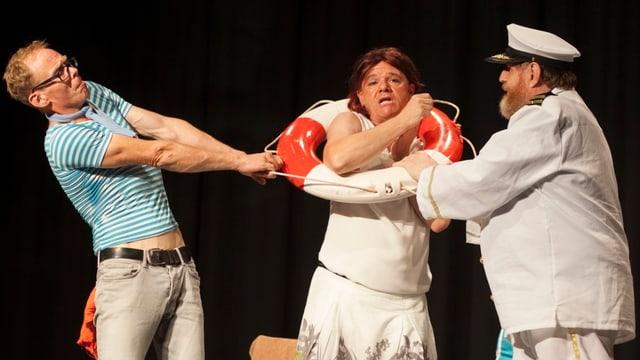 Das Bild zeigt drei Schauspieler des Ensembles.