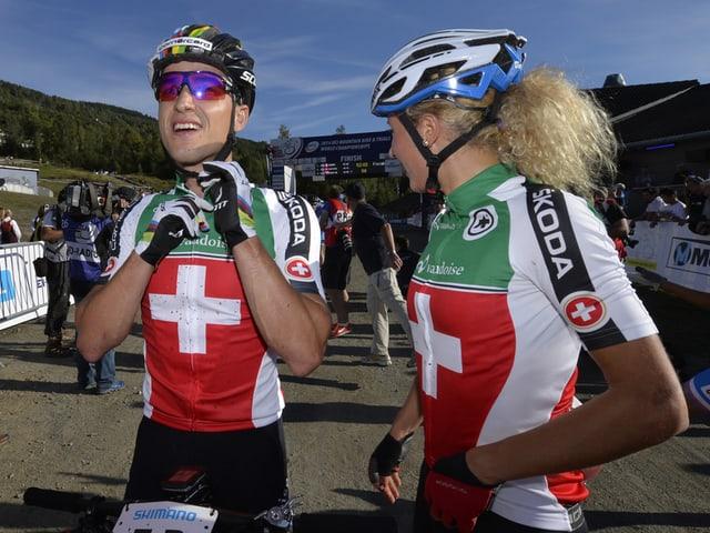 Nino Schurter (links) und Jolanda Neff