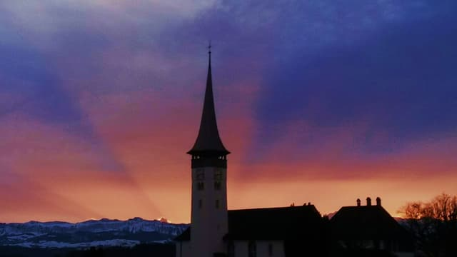 Kirche in der Abenddämmerung