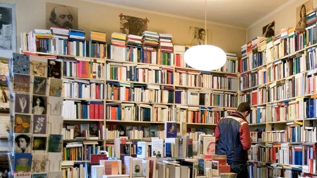 Blick in die Buchhandlung Calligramme in Zürich.