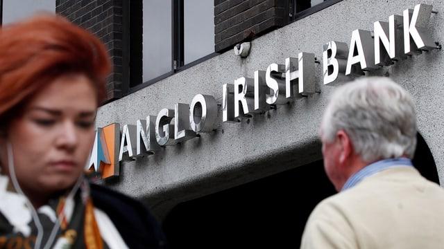 "Schriftzug ""Anglo Irish Bank"" an einer Filiale in Dublin"