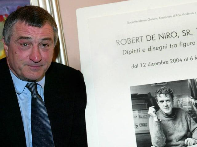 Robert De Niro neben einer Fotografie seines Vaters
