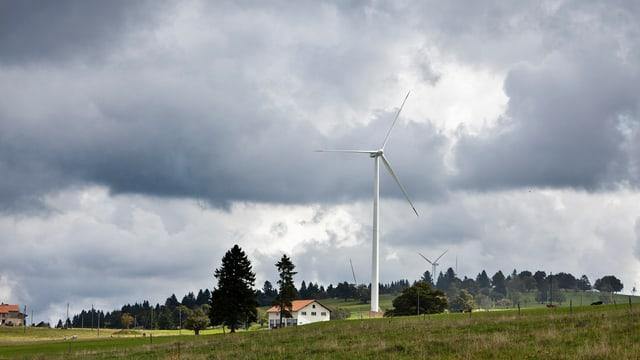 Windturbinen auf dem Mont Crosin im Berner Jura.