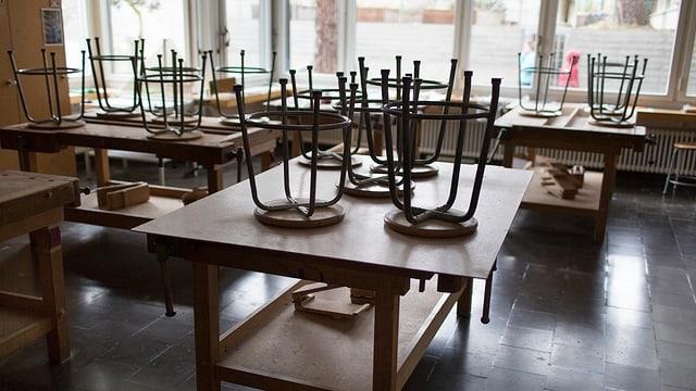 Zu sehen ist ein verlassener Kindergarten.