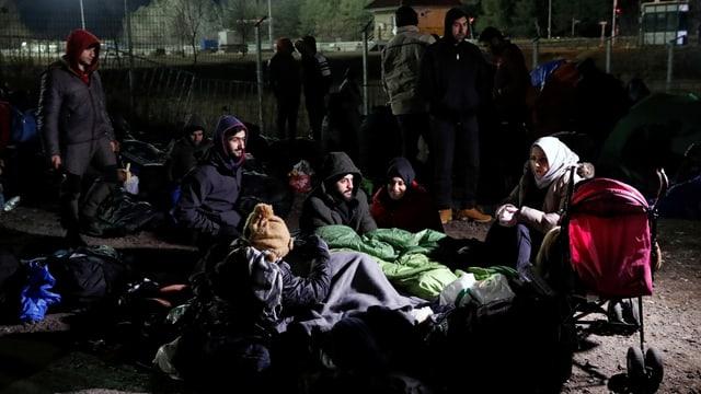 Flüchtlinge an der serbisch-ungarischen Grenzen bei Kelebjia