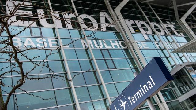Flughafen Glasfassade