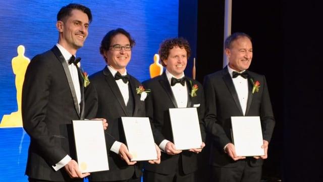 Die vier Gewinner mit den Oscar-Diplomen