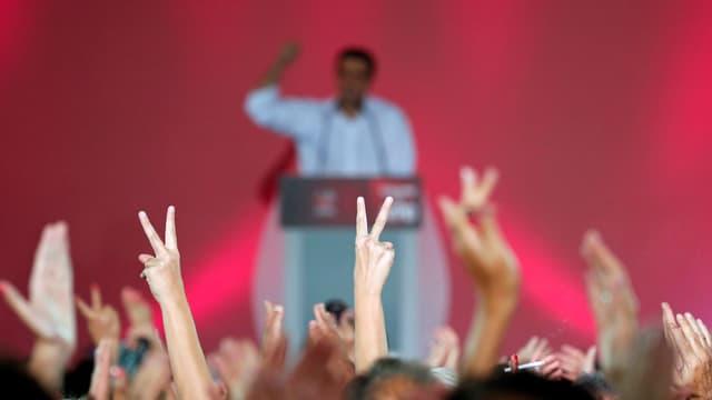 Alexis Tsipras feuert seine Anhänger an. (reuters)