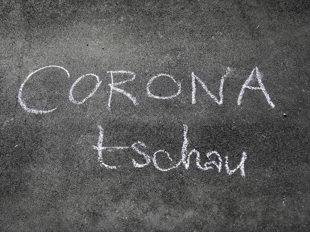 «Corona Tschau» auf Strasse