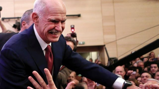 Papandreou im Bad der Menge.