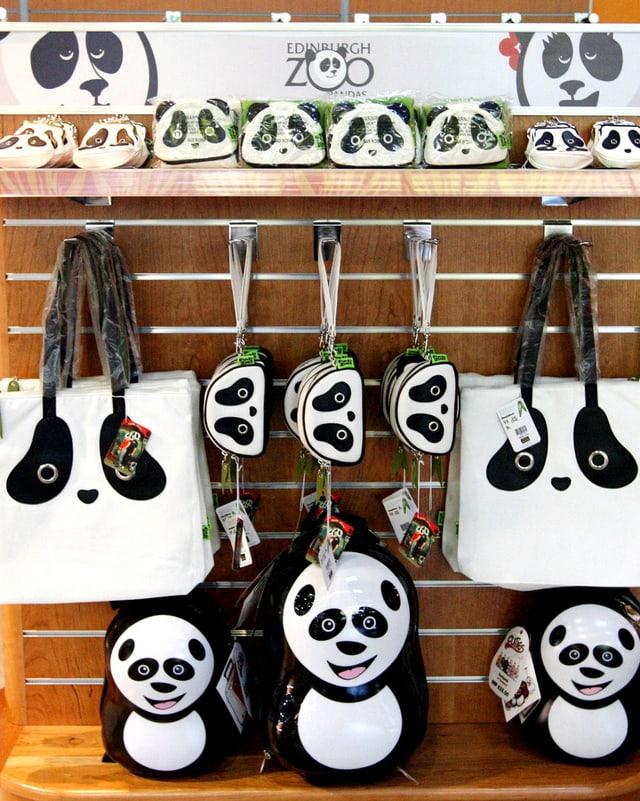 Panda-Souvenirs: Rucksäcke, Taschen, Geldbeutel.