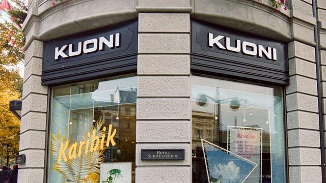 Finiastras d'in biro da viadi Kuoni.
