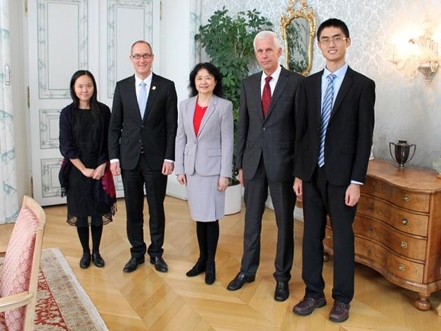 La consula generala chinaisa sin visita tar la regenza grischuna.