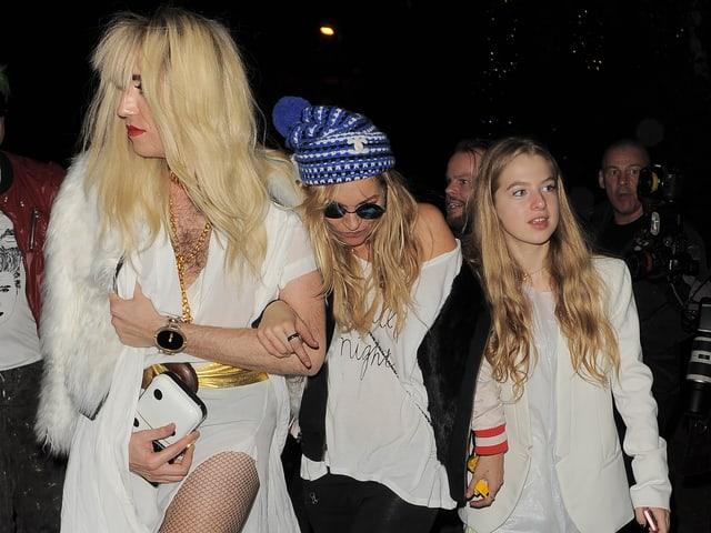 Kate Moss (Mitte) mit Freundin und Tochter