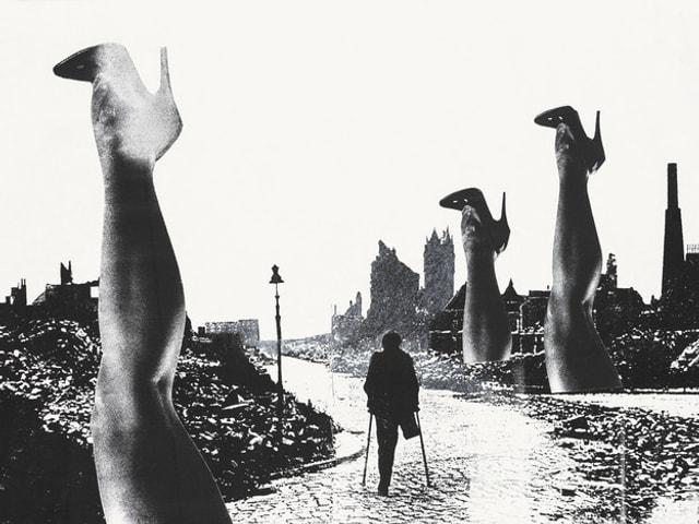 Collage zeigt Frauenbeine wie Bäume am Strassenrand. Auf der Strasse geht ein Mensch an Krücken. Ihm fehlt ein Bein.