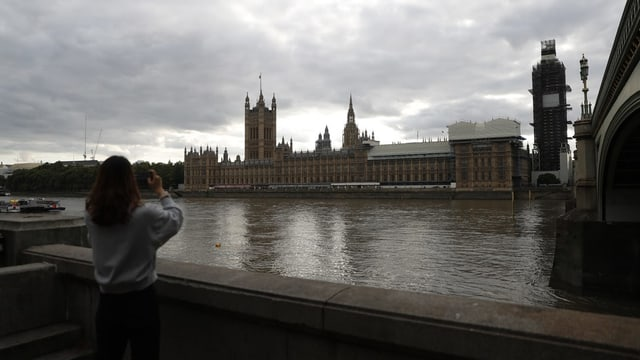 Totale auf Westminster vom anderen Themse-Ufer.