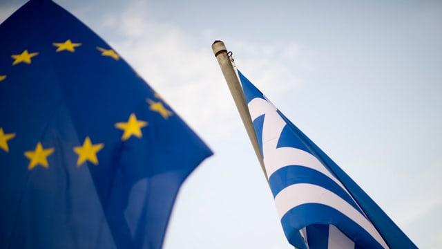 Bandieras UE ed Grezia.