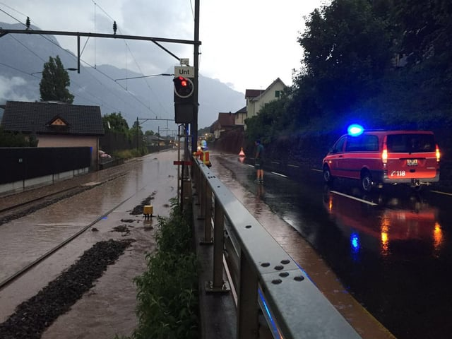 Überschwemmte Bahngleise.
