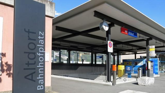 Eingangsbereich des Bahnhofs in Altdorf
