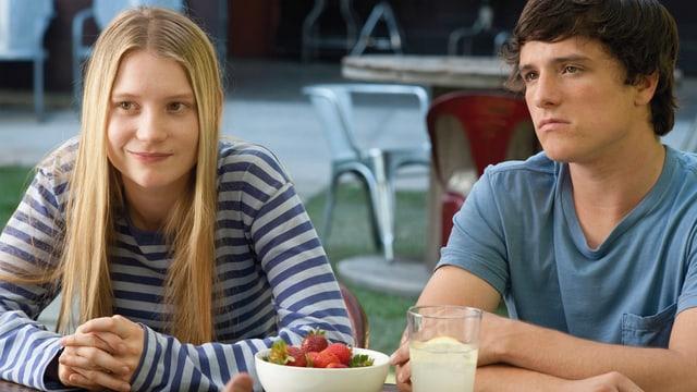 Die Kinder Joni (Mia Wasikowska) und Laser (Josh Hutcherson) suchen ihren leiblichen Vater.