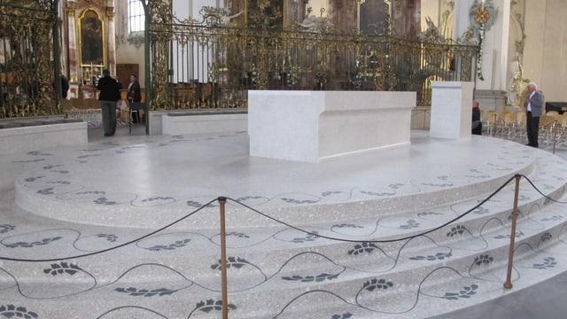 Der neue Altar in der St. Galler Klosterkirche.