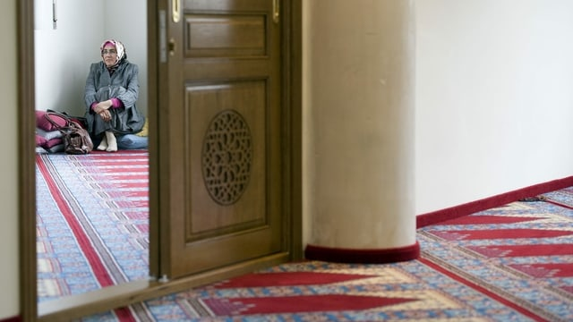 Eine Frau in einer Moschee