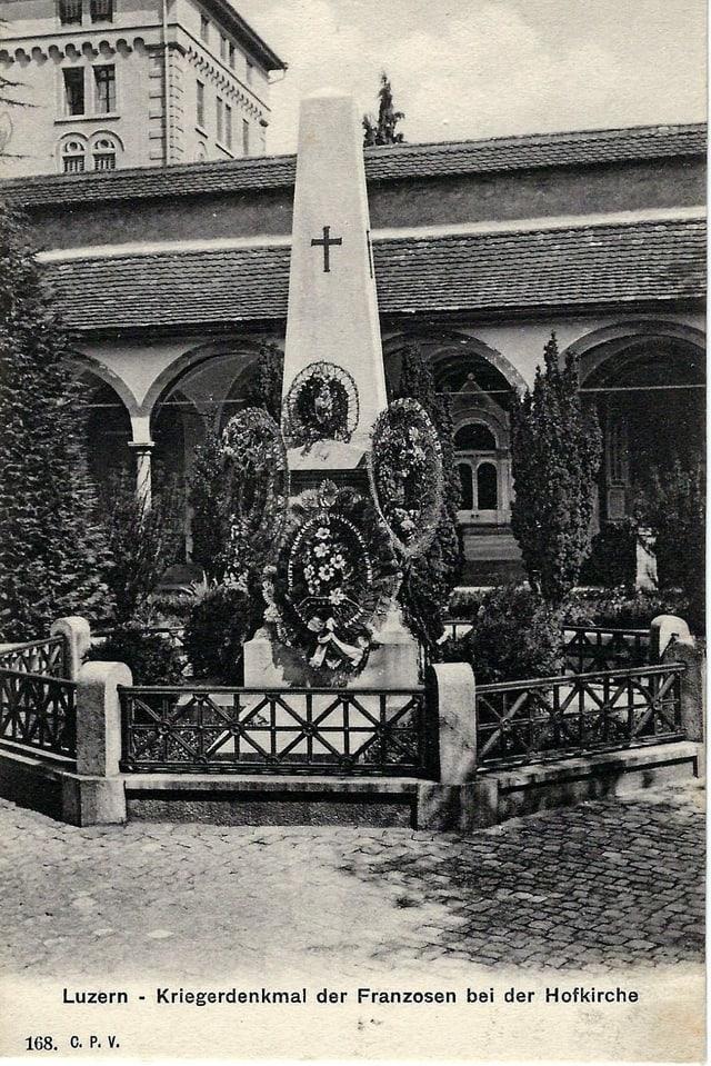 Denkmal für die in Luzern verstorbenen Bourbaki-Soldaten bei der Hofkirche