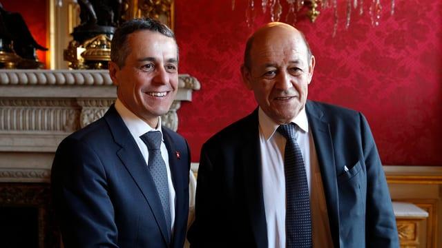 Ignazio Cassis e ses collega d'uffizi franzos Yves Le Drian durant l'inscunter a Paris.