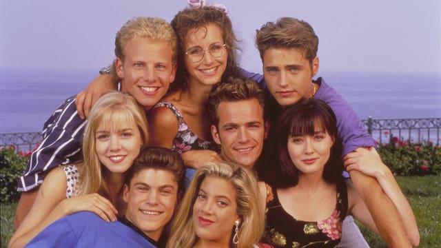 Ein Gruppenfoto der Darsteller von Beverly Hills 90210.