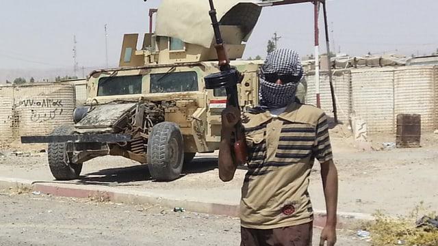 Ein bewaffneter IS-Kämpfer.