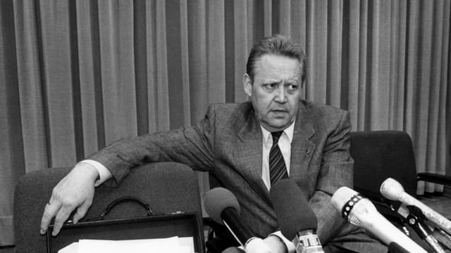 L'onn 1989 aveva Günter Schabowski annunzià ch'ils cunfins sajan averts.