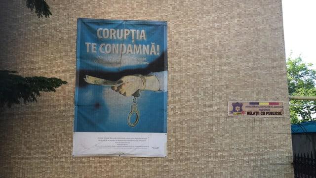 «Korruption korrumpiert dich»: EIn Plakat an einem Amtsgebäude in Alexandria.