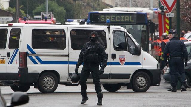 Einsatz der Spezialeinheiten in Toulouse im März 2012. (keystone)