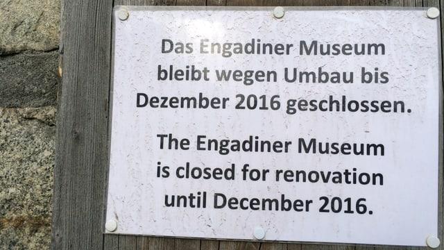 In placat che mussa ch'il museum engiadinais vegn renovà.