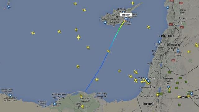 L'aviun da Egyptair era ordiundamain en viadi d'Alexandria a Kairo.