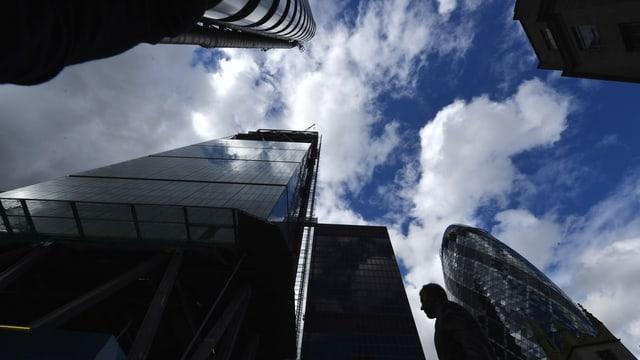 Blick von unten auf die Banken in London