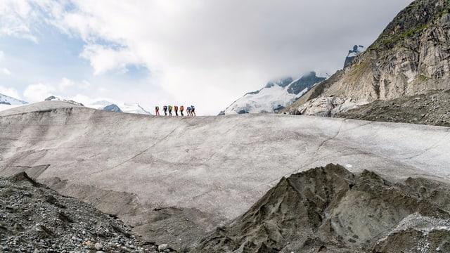 Personen auf einem Gletscher