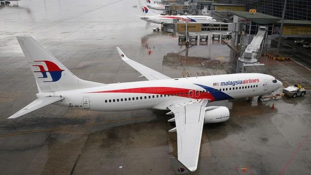 Ein Flugzeug von Malaysia Airlines in Kuala Lumpur