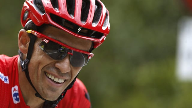 Alberto Contador lacht.