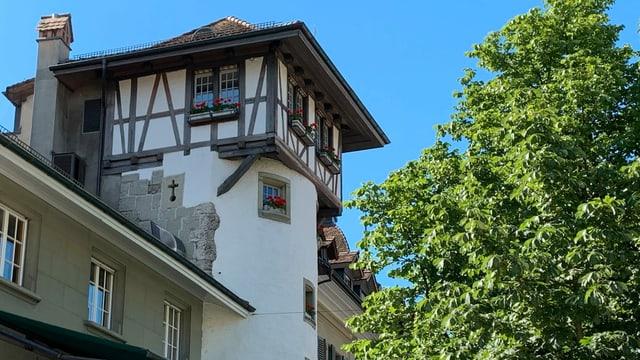 Der Holländerturm steht auf dem Waisenhausplatz in der Berner Altstadt.