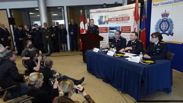 Die kanadische Polizei informiert die Medien