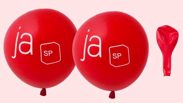 Zwei Ballone mit SP-Logo, ein Ballon ohne Luft.