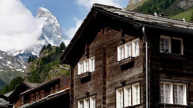 Haus vor der Kulisse des Matterhorns