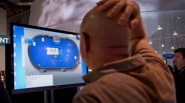 Um dat poker online
